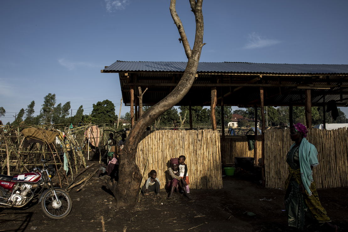 Internally displaced Congolese rest in the afternoon sun in an Internally Displaced Persons (IDP) Camp on 2 March 2018 in Bunia. ©John Wessels/MSF