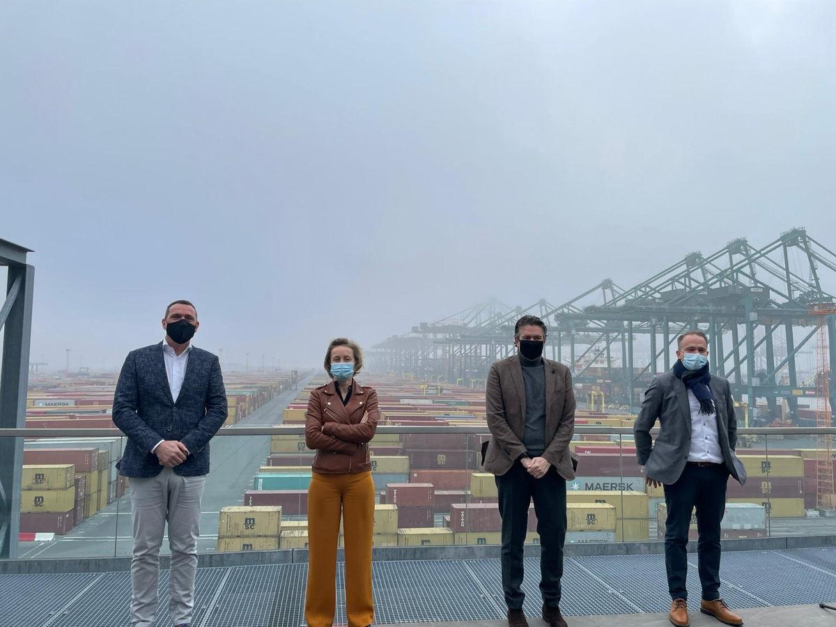 Harold Kunst, CEO MPET; Annick De Ridder, havenschepen; Marc Beerlandt, CEO MSC Belgium; Steven Verret, Captainsroom Manager MSC Belgium