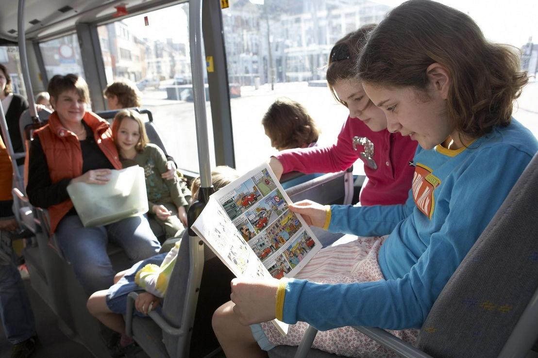 Kinderen in de bus (foto: Stefaan Van Hul)