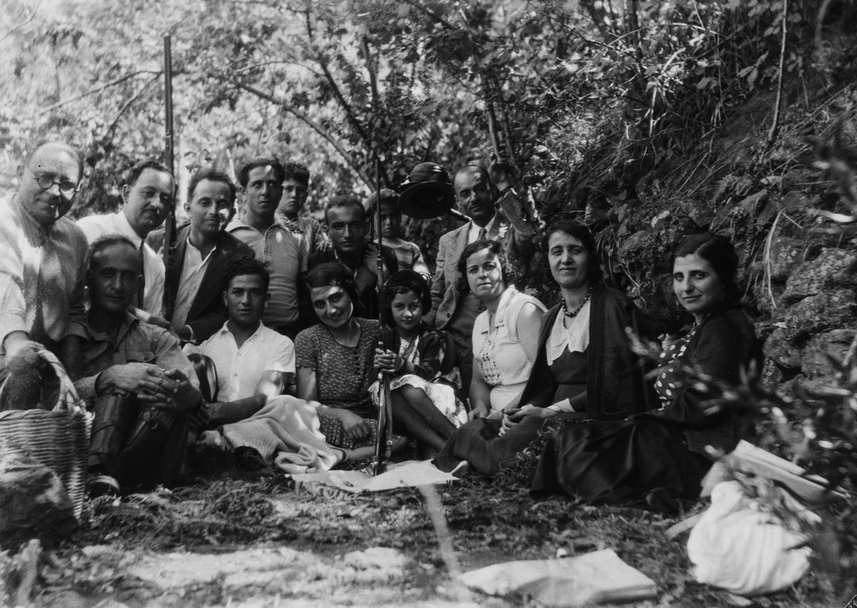 Outdoor group portrait. Taken by Jibrail Jabbur in Syria in the mid-20th century. Gelatin silver negative on cellulose acetate film, 8.6 x 12.3 cm. 0083ja00057, 0083ja – Norma Jabbur collection, courtesy of the Arab Image Foundation, Beirut.