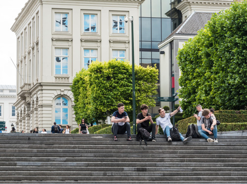 VUB-onderzoek: Brusselse jongeren hebben weinig vertrouwen in instellingen en democratie