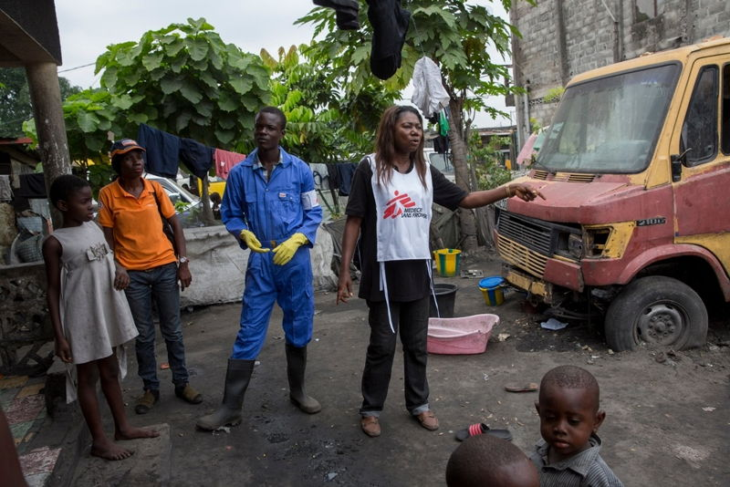 Two Medecins Sans Frontieres (MSF) staff members during a community outreach programme on Yellow Fever in the Ndjili neighborhood, Kinshasa, where a case was detected. Photographer: MSF