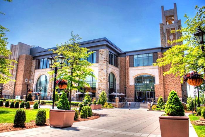 Sennheiserin TeamConnect Ceiling auttaa St. John's Universitya luomaan 'luokkahuoneen ilman rajoja'