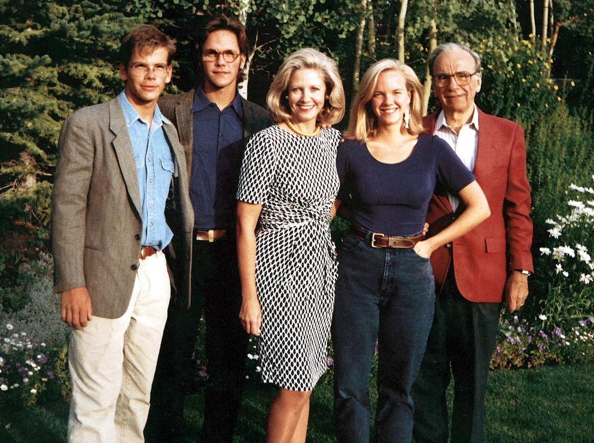 Lachlan, James, Anna, Elisabeth en Rupert Murdoch 1985 - (c) Shutterstock
