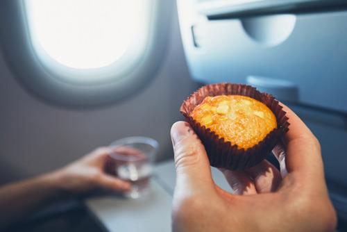 Каждый второй россиянин берет с собой еду в самолет