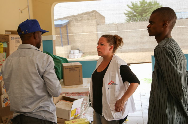 MSF teams coordinate the distribution of vaccines that will be used on a meningitis vaccination campaign in the Nigerian northern state of Yobe. Photographer: Igor Barbero/MSF