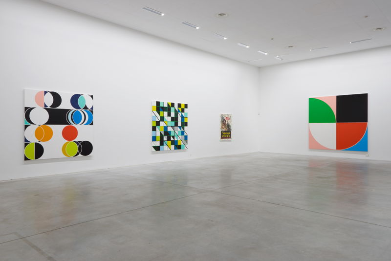 De gauche à droite: Sarah Morris. Total Lunar [Rio] (2014), Cosan [Rio] (2013), Il Coltello Nell'Acqua (2014), Casa das Canoas [Rio], (2013)<br/>(c) Dirk Pauwels