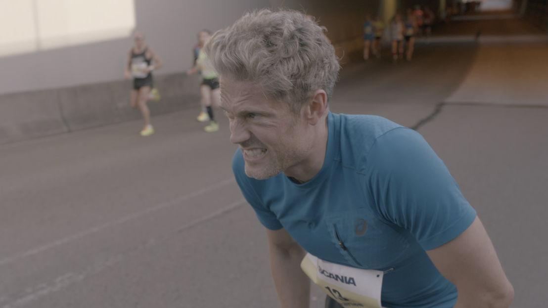 Marathon: Maarten komt zichzelf tegen - (c) De Mensen