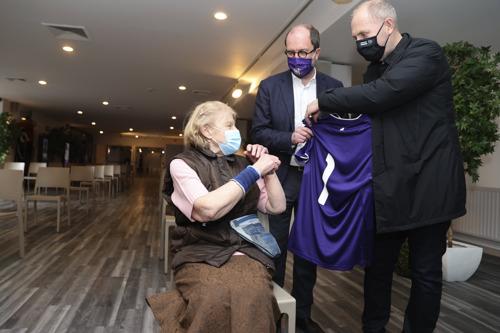 Eerste prik gezet - Anderlechts vaccinatiecentrum officieel van start