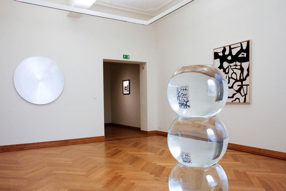 Tentoonstelling Twisted Strings. Zicht op de werken van  Ann Véronica Janssens &amp; Jo Delahaut <br/>Foto (c) 2016 KK / www.document-architecture.com