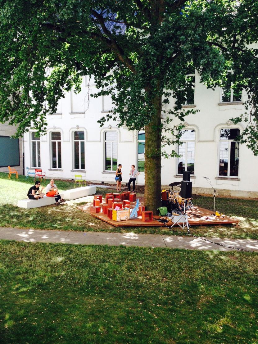 De verhalenboom middenin de museumtuin