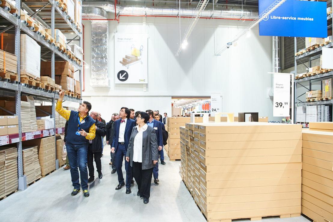 Petr Pokorny winkeldirecteur van IKEA Mons <br/>Minister van Staat en Burgemeester van Mons Elio Di Rupo <br/>CEO IKEA België Catherine Bendayan<br/>© David Plas
