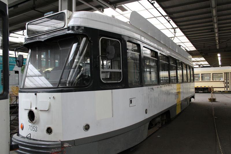 PCC-tram zonder reclame, in de kleuren van De Lijn. Deze tram maakt deel uit van een lot van twee trams. (foto: Vavato)