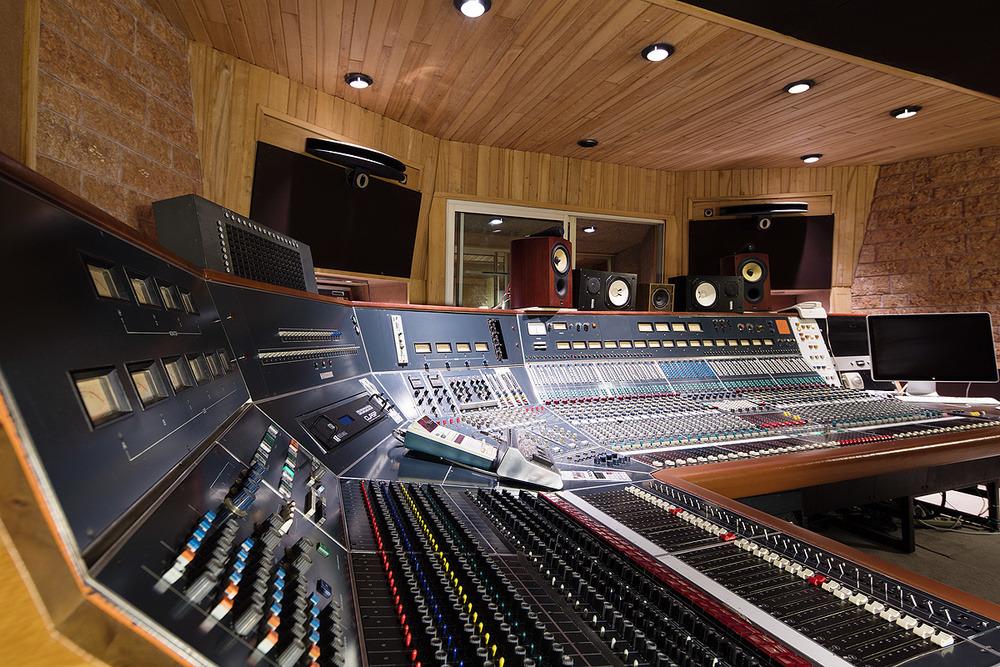 La Frette: More than just a studio