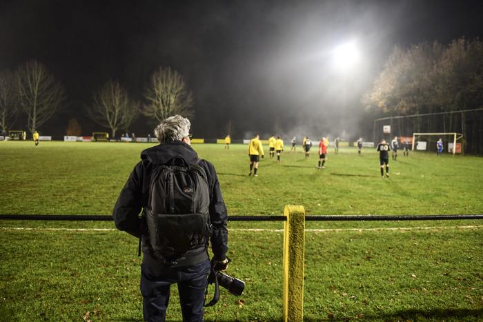 """DDB Brussels en Volkswagen koesteren voetbalnostalgie met """"groundhopper"""" Jurgen Vantomme"""