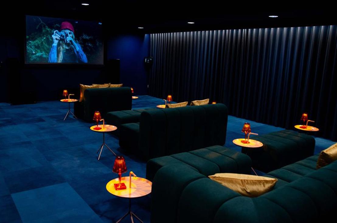 BRUSSEL'S EERSTE HOTEL MET IN-HOUSE CINEMA & KARAOKE