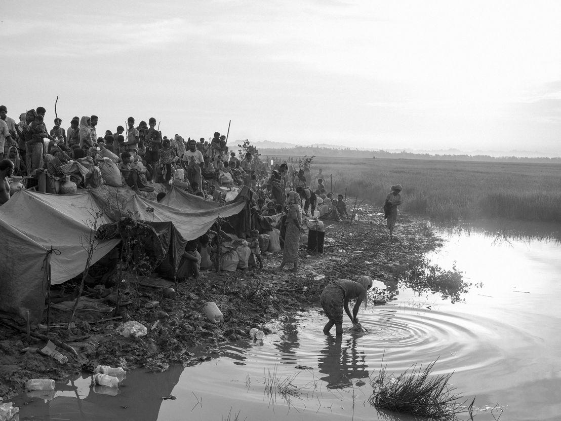 나프강을 건너 방글라데시 쪽으로 피난한 로힝야들이 모여있다. Moises Saman/매그넘포토/국경없는의사회