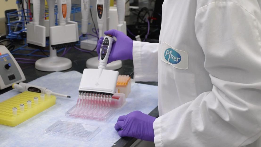 PFIZER ET BIONTECH signent un accord pour fournir à l'Union Européenne 200 millions de doses de leur candidat-vaccin à base d'ARN messager BNT162b2 contre contre le SARS-CoV-2