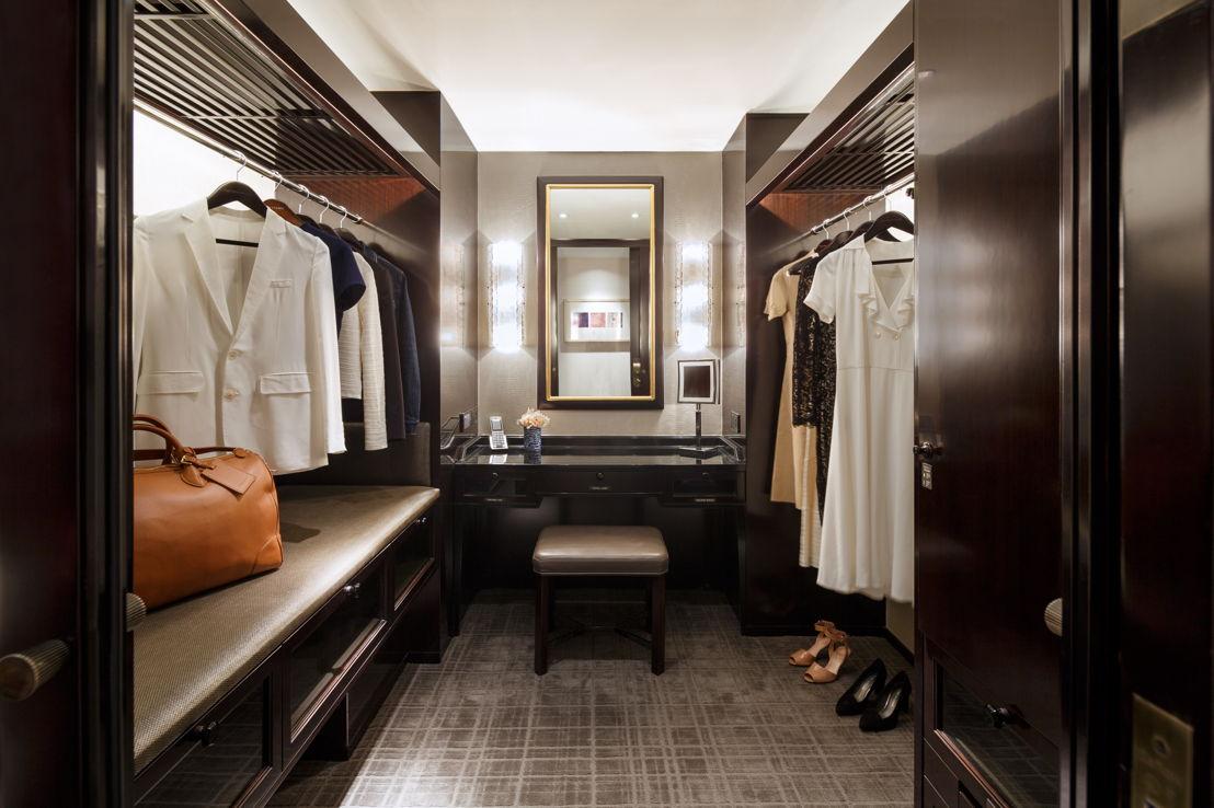 Deluxe Room Walking Closet