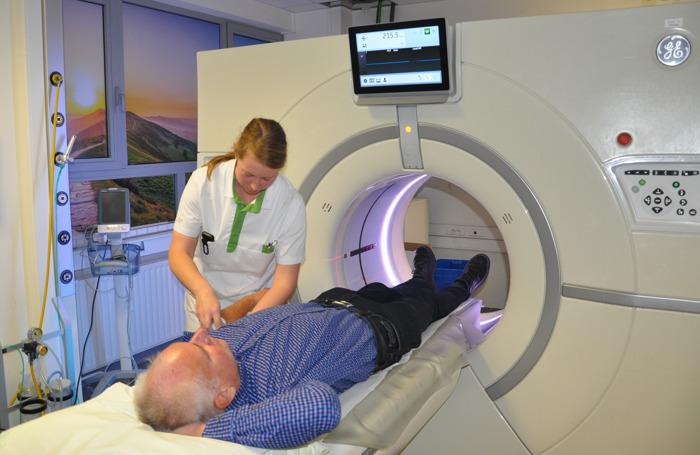 Nieuwe generatie CT-scanner op UZ Brussel Spoedradiologie zorgt voor betere en veiligere detectie medische urgenties