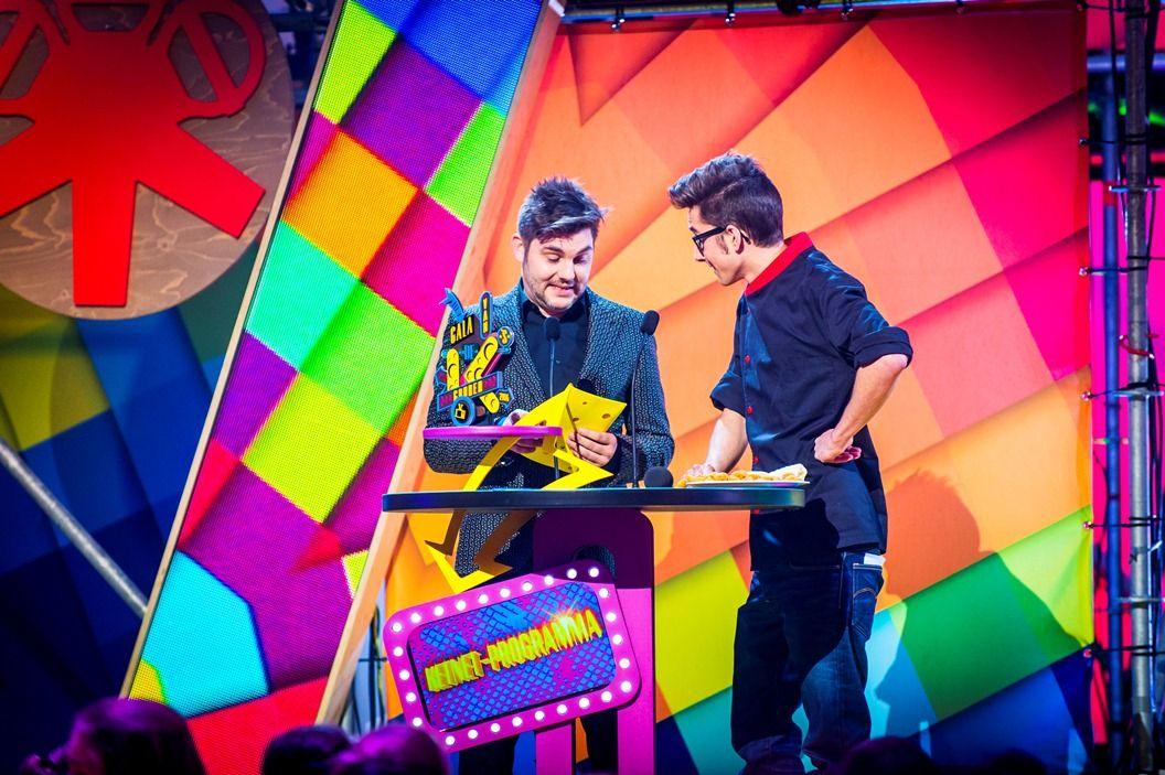 Gala van de Gouden K's 2014 - Jeroen Meus en Hannes Deryckere reikend e Gouden K uit voor het Ketnet-programma van het jaar (Helden) - (c) VRT-Frederik Beyens
