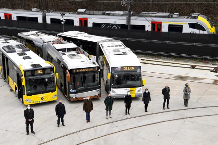 Vanaf 1 februari is het mogelijk om zowel in als rond Brussel met één enkel vervoerbewijs te reizen met trein, tram, bus en metro