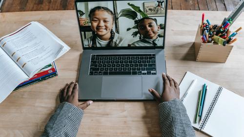 La Commission communautaire flamande prolonge les abonnements Internet aux élèves vulnérables