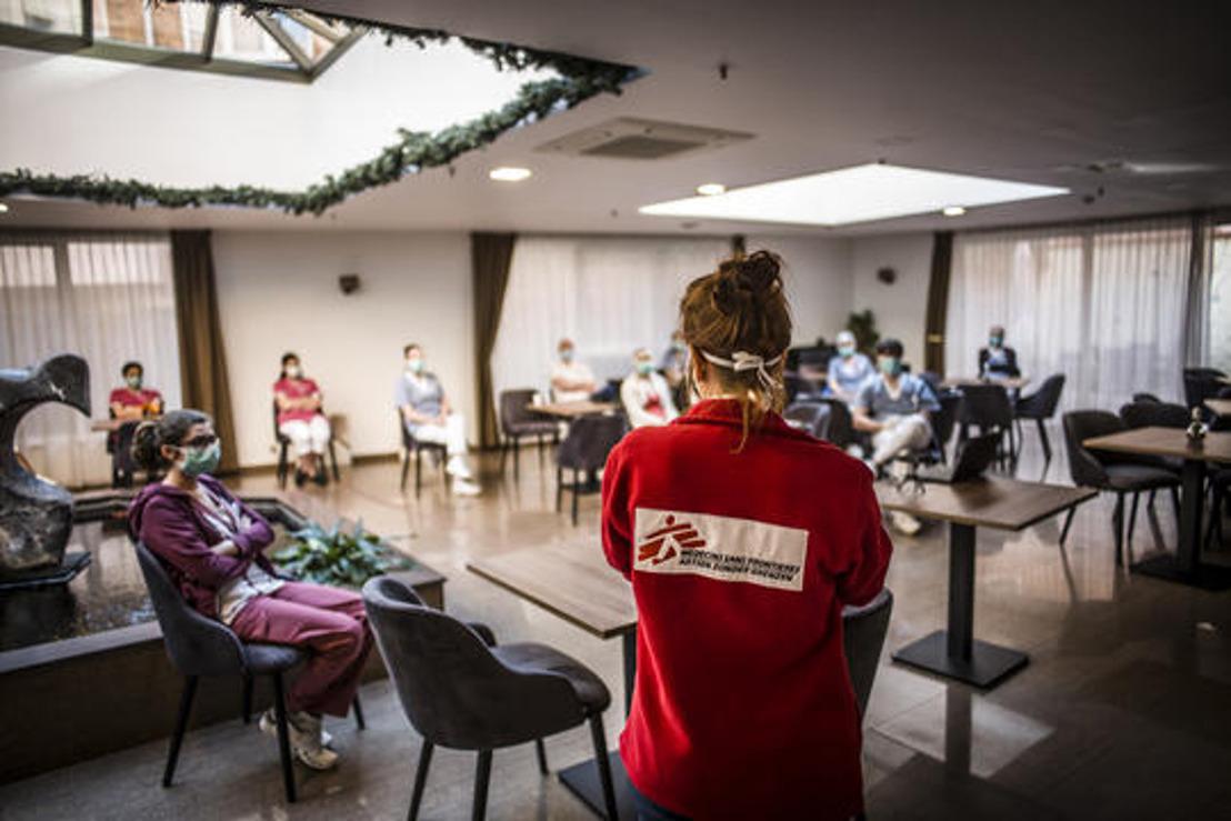MSF : il est urgent de trouver un meilleur équilibre entre la gestion des infections et le bien-être psychosocial dans les maisons de repos
