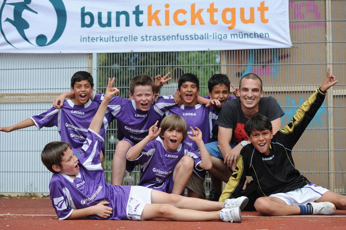 """Die Initiative """"buntkickgut"""" gilt als Pionierprojekt des organisierten Straßenfußballs."""