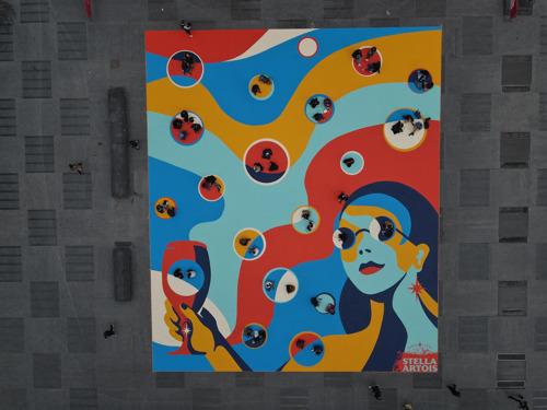 Stella Artois palmt Brusselse Muntplein volledig in met Together Apart street art installatie om heropening horeca te ondersteunen én veilig samen te vieren