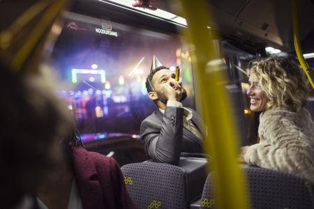 De feestbus: een verkeersveilig alternatief voor oudejaarsnacht.