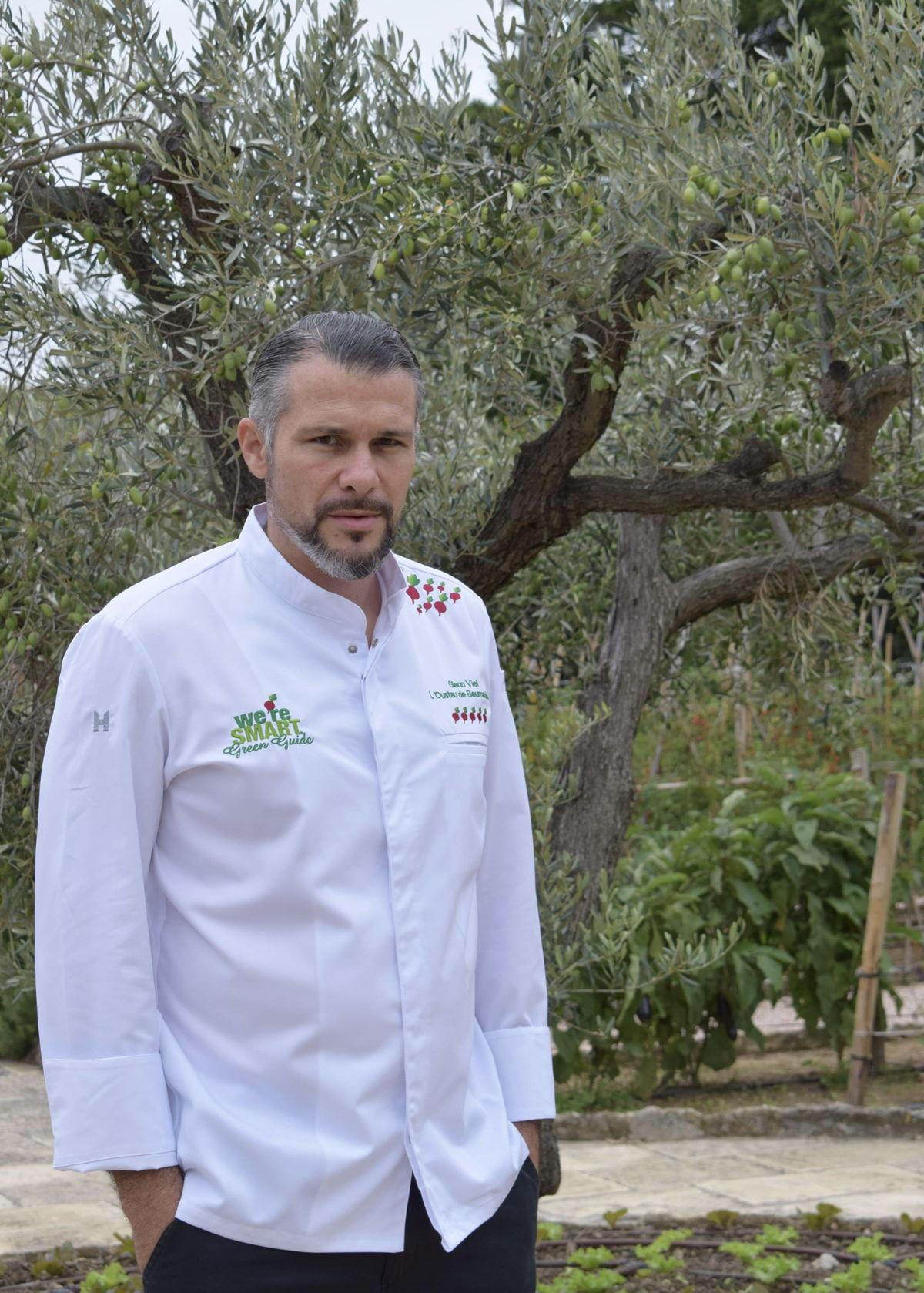 Chef Glenn Viel (L