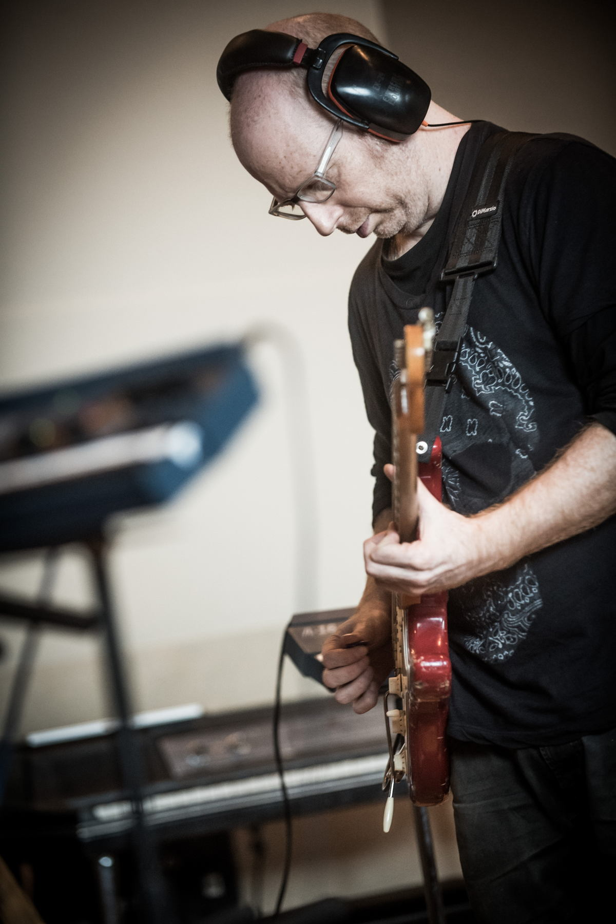 Oz Noy performing at Sweetwater Studios. Photo credit: Erick Anderson