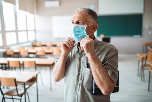 VUB-onderzoek: Eerste coronalockdown deed onderwijspersoneel 14,5 uur per week langer zitten
