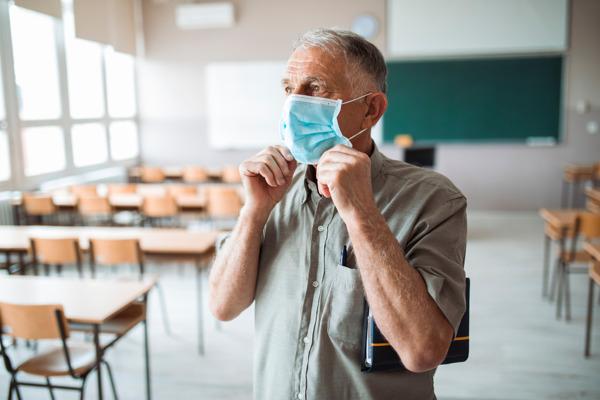 Preview: VUB-onderzoek: Eerste coronalockdown deed onderwijspersoneel 14,5 uur per week langer zitten