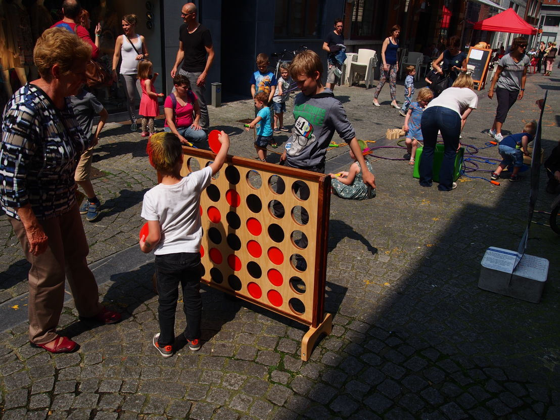 Spelletjes in de Savoyestraat | Start zomerprogramma in de Museumspelstraat (c) Andy Merregaert