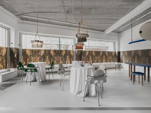 Koenraad Dedobbeleer transformeert MANIERA gallery in een bar