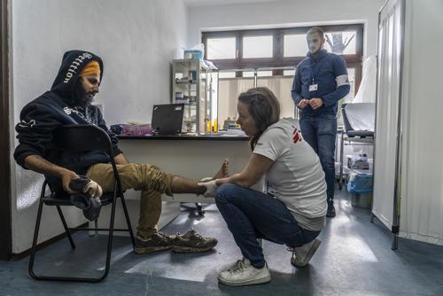 Geslagen, koud en ziek: de onmenselijke realiteit voor honderden migranten en asielzoekers die in Bosnië zijn gestrand