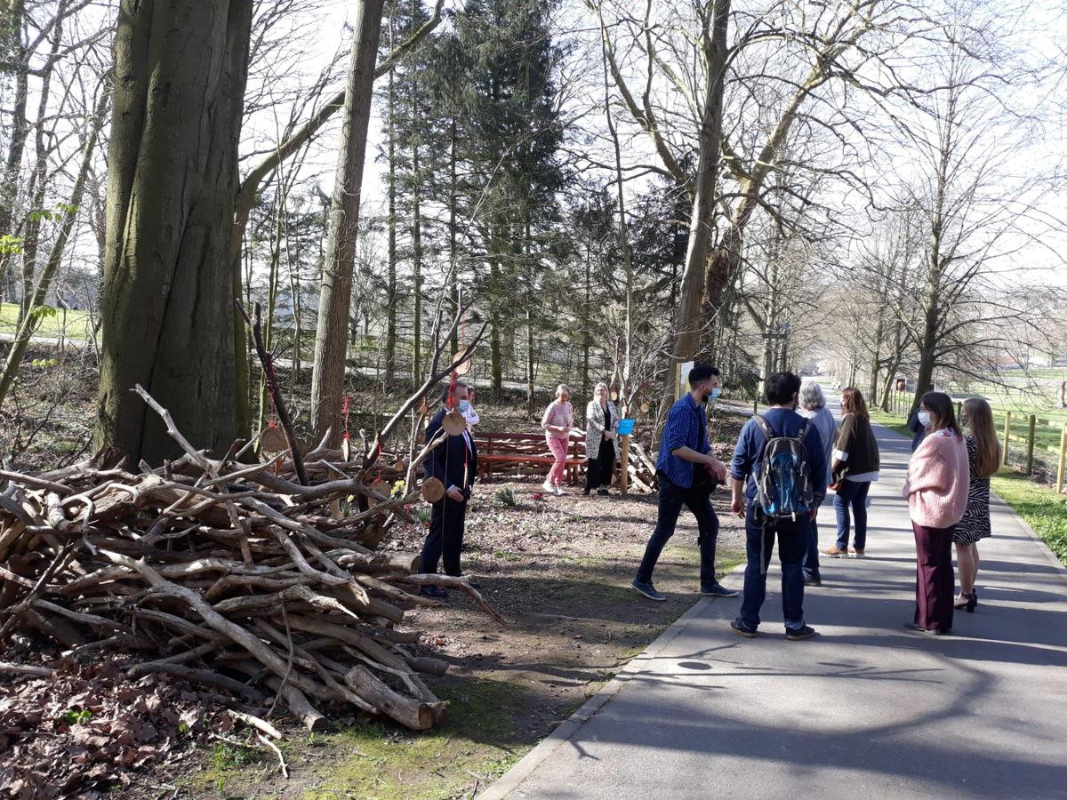 Wandelen langs het pas geopende stiltepad in provinciedomein Huizingen