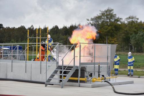 Fluvius en WOBRA huldigen splinternieuwe gasinstallatie in voor opleidingen blussen van gasbranden.