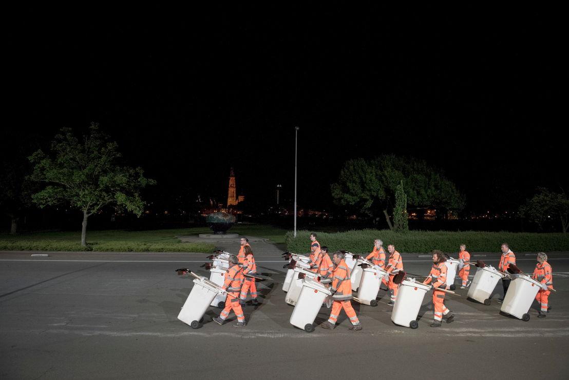 Thomas Verstraeten_De parade van mannen, vrouwen en diegenen die vanuit de verte op vliegen lijken - deel 2 (c) Kurt van der Elst.jpg