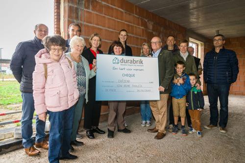 VZW Home Thaleia uit de Pinte ontvangt cheque van 1000 euro