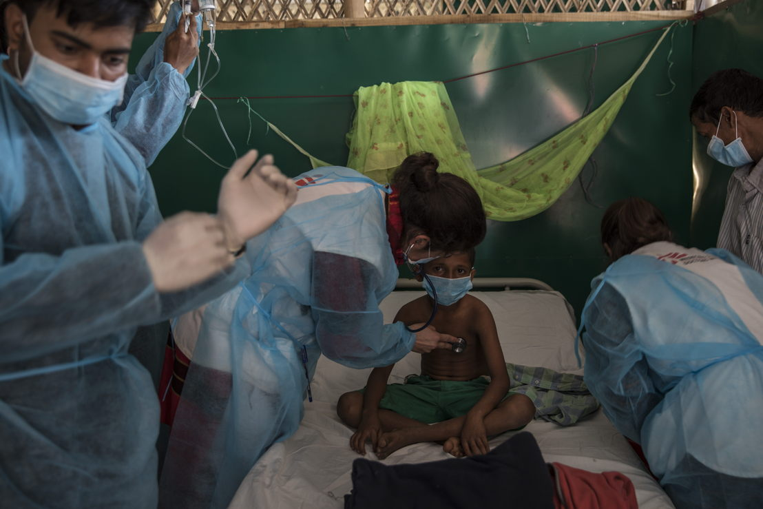 Ismail, aged 11, is given diphtheria anti-toxin by MSF doctors Beatriz and Mariela in a treatment centre in Moynarghona. Photographer: Anna Surinyach