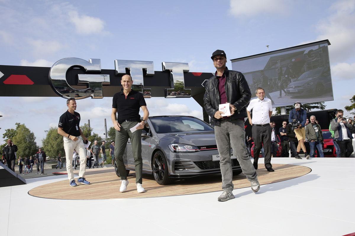 De derecha a izquierda: Roland Clement, Ralf Brandstätter, J.P. Performance and Klaus Mohrs en la premier alemana del concepto Golf GTI TCR