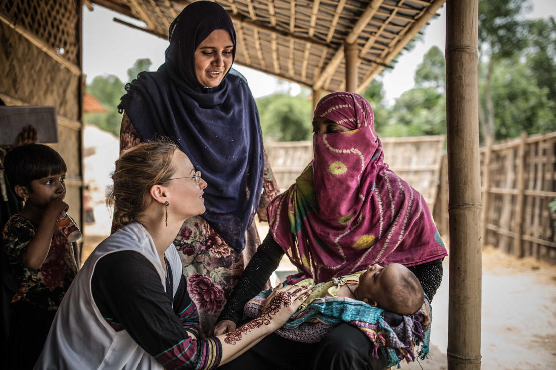 MSF's midwife Nina Egger with patients Nur and Amina, at an MSF clinic in the Hakimpara refugee makeshift settlement. Photographer: Pablo Tosco