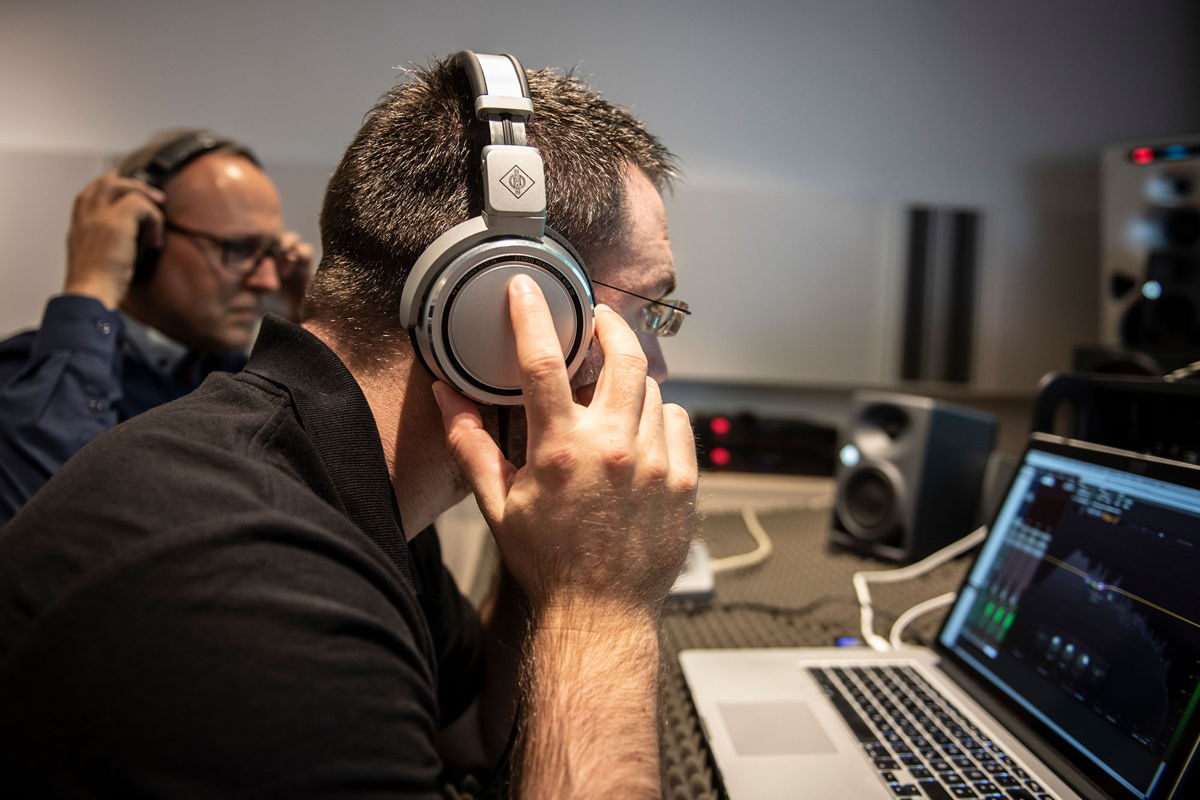 """Schmitz: """"Even in acoustically poor or unfavorable settings, artists and sound professionals need outstanding tools. Whether in the studio, or doing mixing at home or on the go, you have to be able to rely on something."""""""
