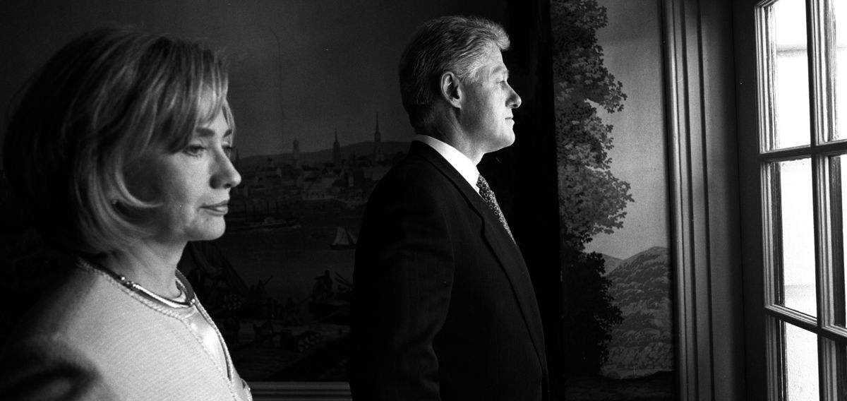 Hillary Rodham en Bill Clinton in het Witte Huis in 1998 – © William J. Clinton Presidential Library