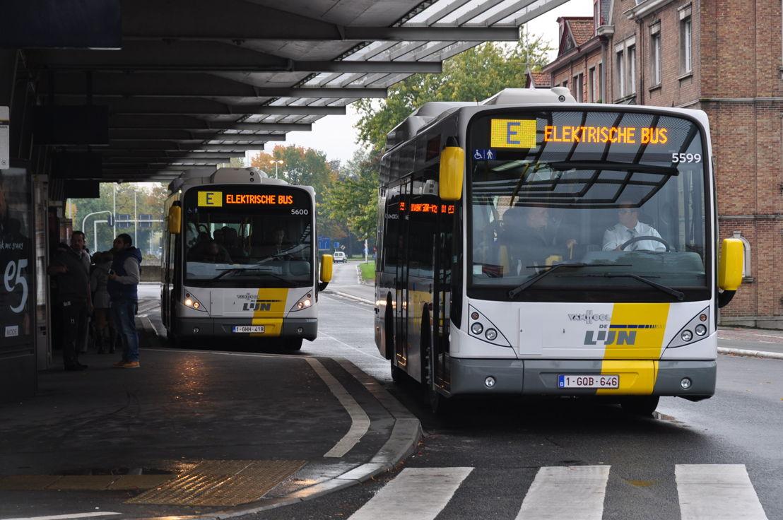 Elektrische bus in Brugge (fabrikant: Van Hool)