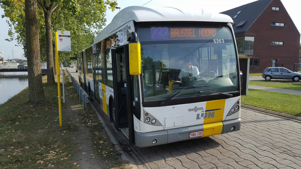 Bus 232 aan Verbrande Brug - foto Tom Dumarey