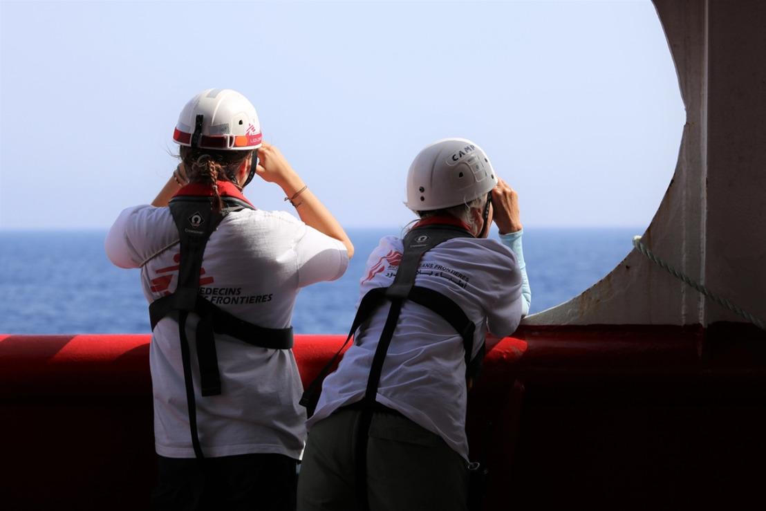 Les 356 personnes rescapées secourues par MSF et SOS Méditerranée doivent maintenant être débarquées dans un lieu sûr